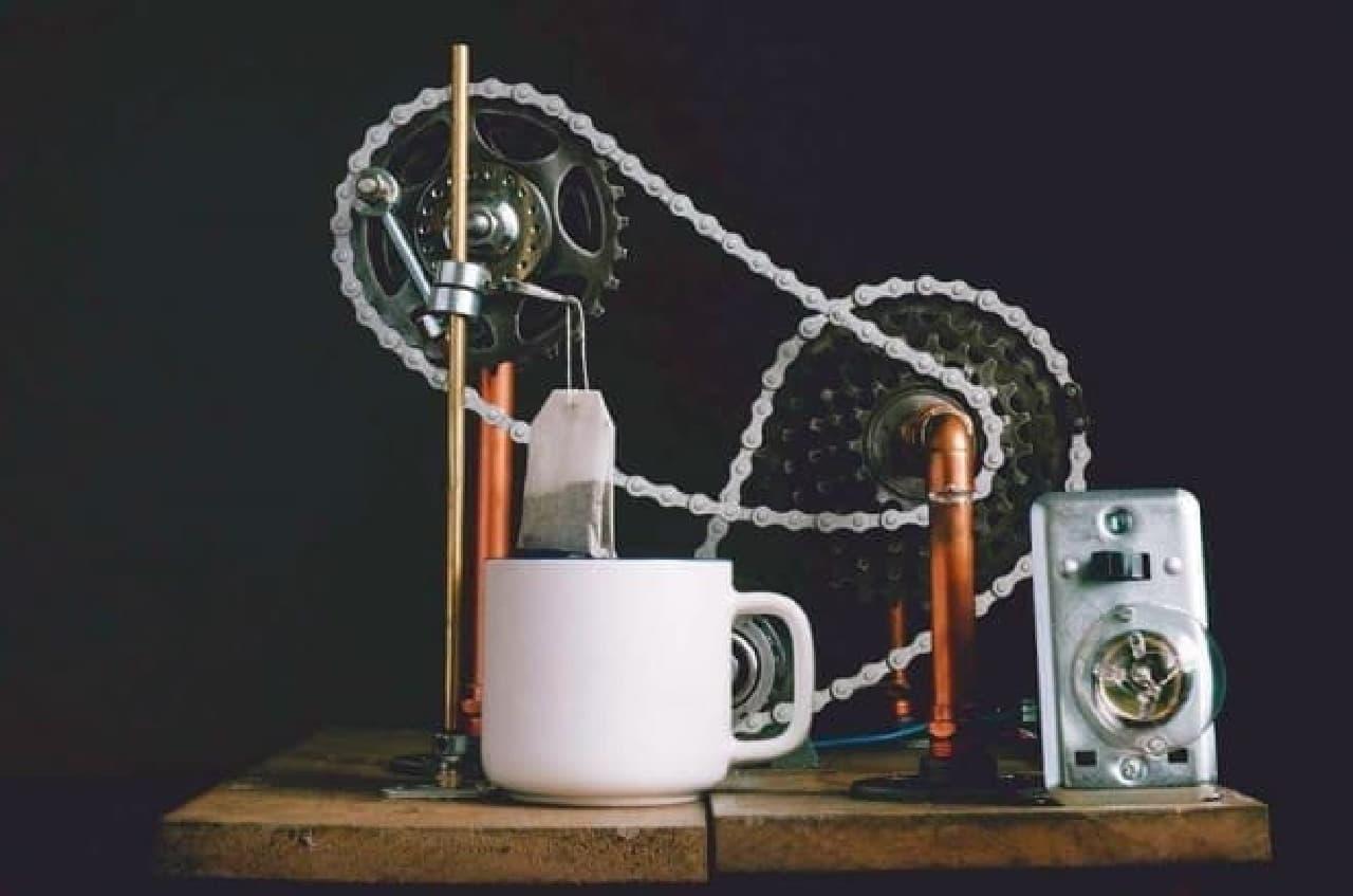 自動的に紅茶を入れてくれる「Tea Dunker」