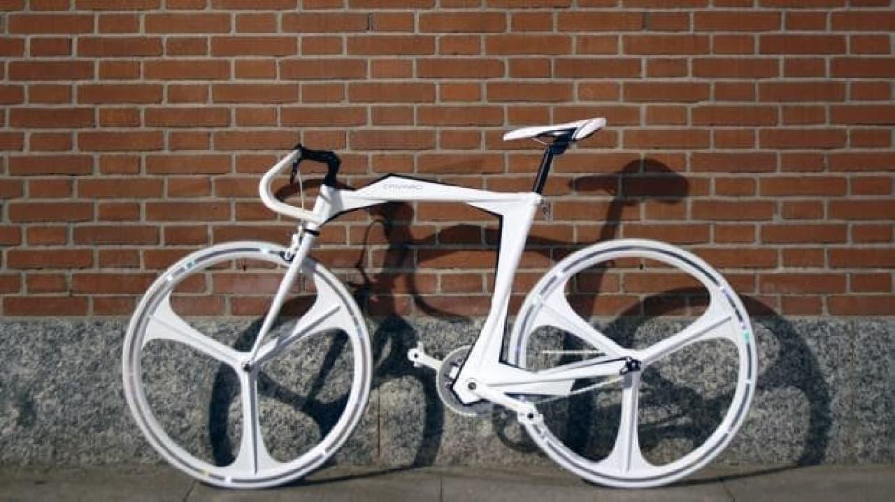 重さわずか2.7キロの自転車フレーム、CAMARDの「LZR」