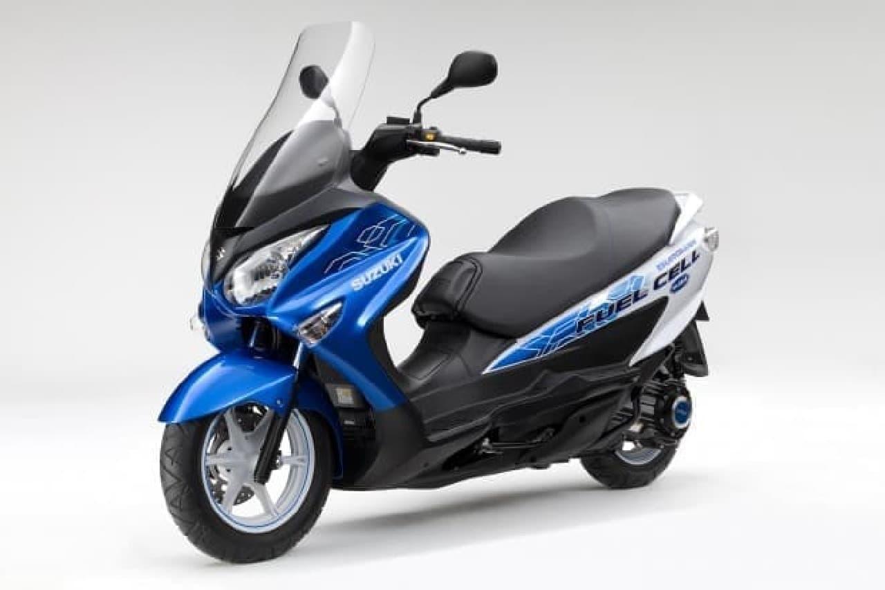 燃料電池スクーターの写真