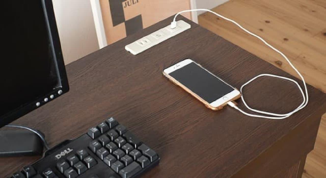 USBポート付きパソコンデスク