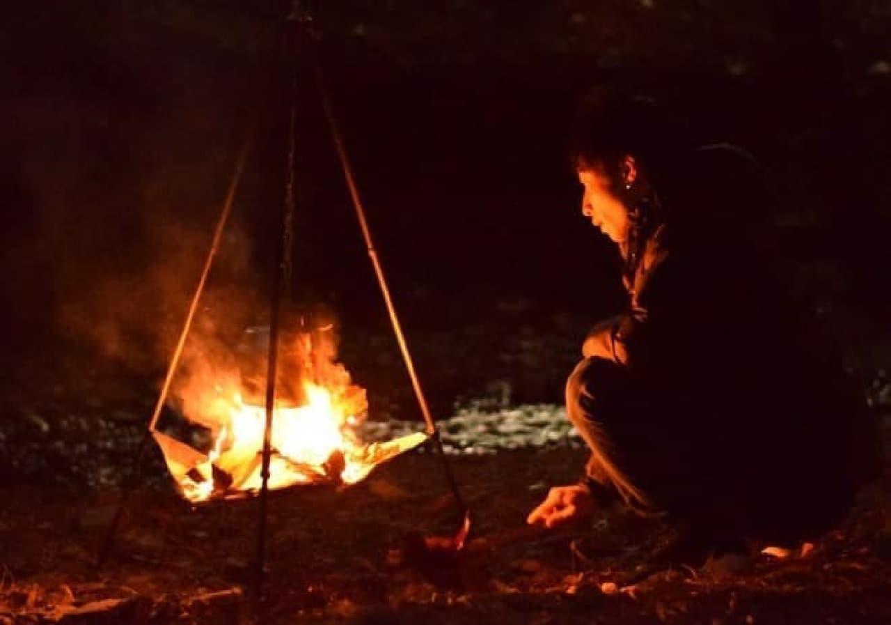 直火禁止のキャンプ場でも使える「ビッグファイアクレードル」