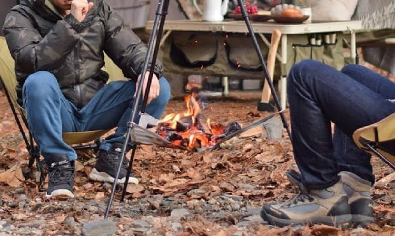 ファミリーキャンプに最適な1台2役の焚き火トライポッド