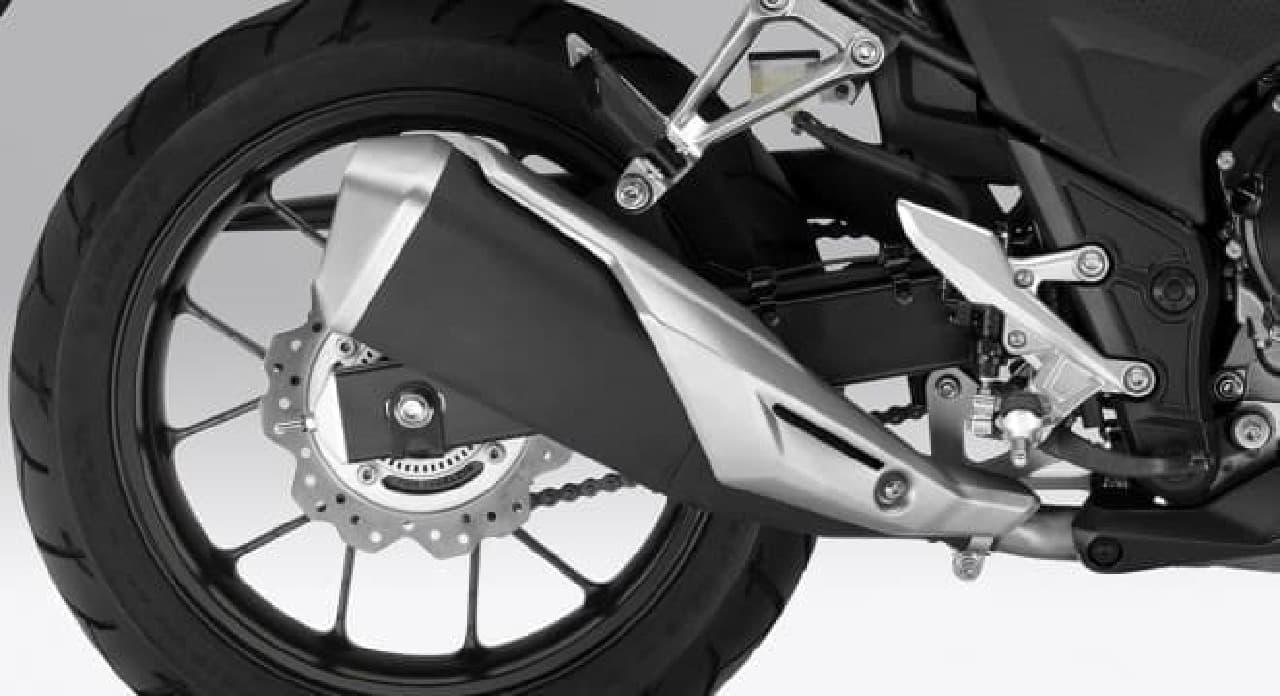 ホンダ CBR400Rに、新色「ヴィクトリーレッド」と「パールグレアホワイト」