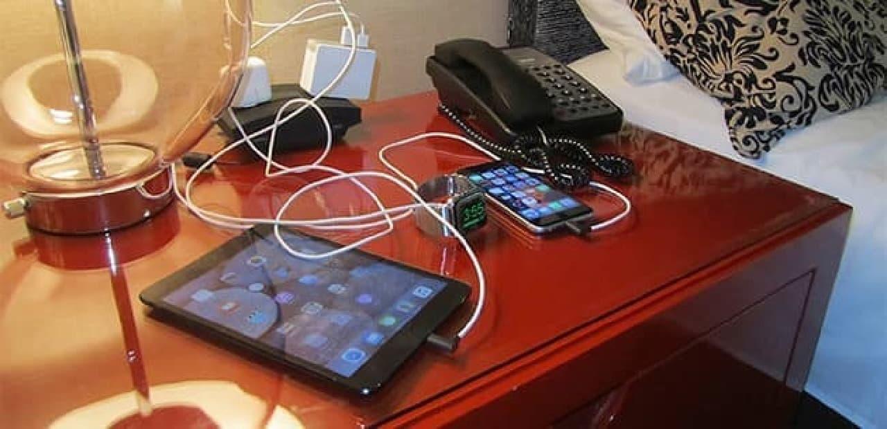 すべてのApple製品を一箇所にまとめるAppleデバイス専用Dock「エボラス3」使用前