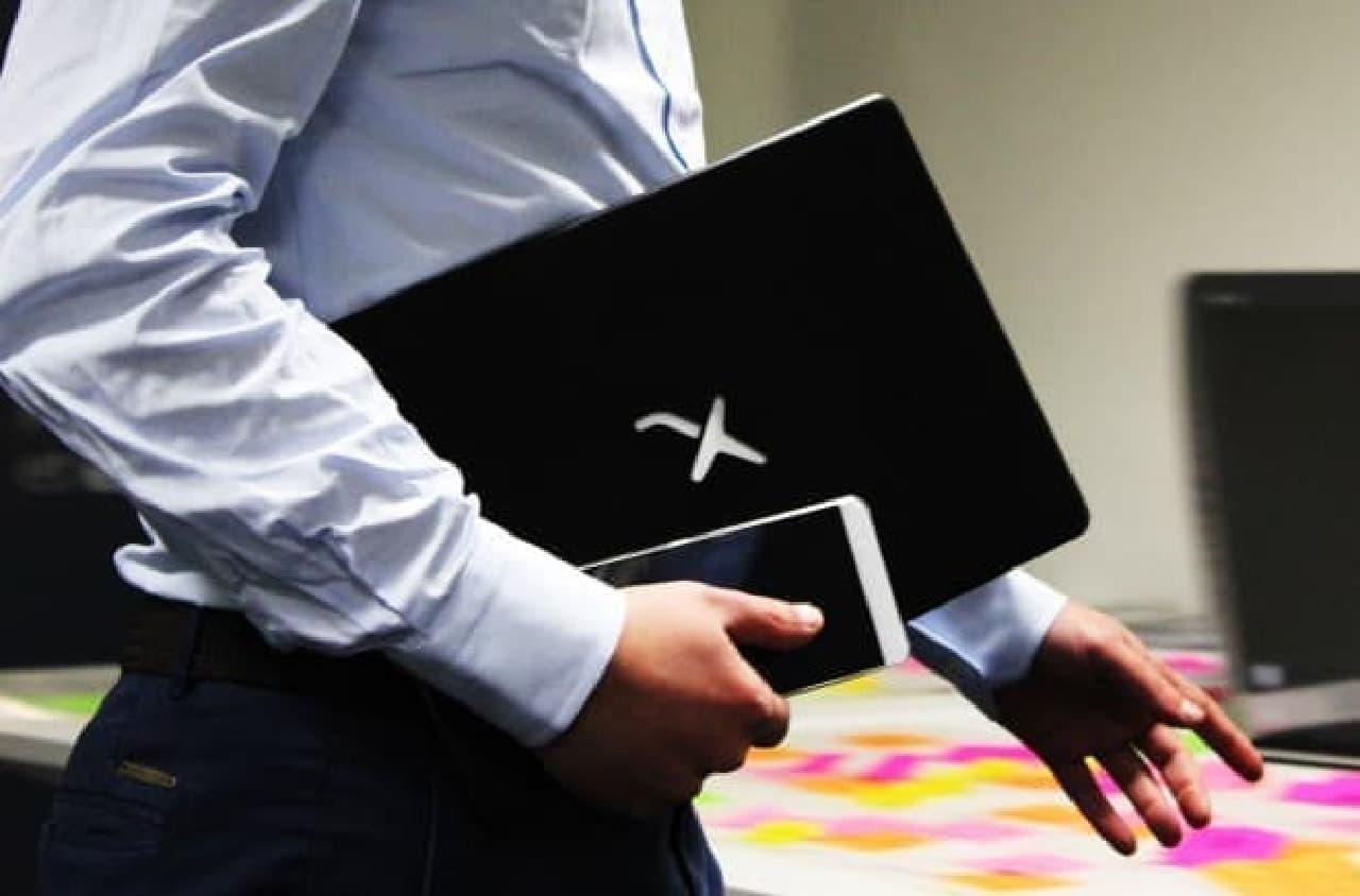 スマホをノートPCにする「Mirabook」
