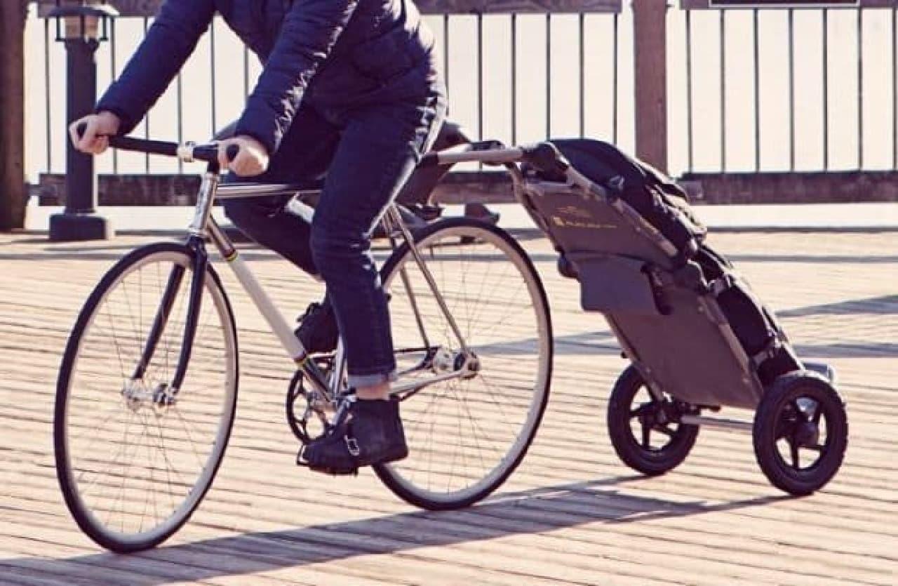 自転車で大量の荷物を運べる折り畳みトレーラー「BURLEY TRAVOY」