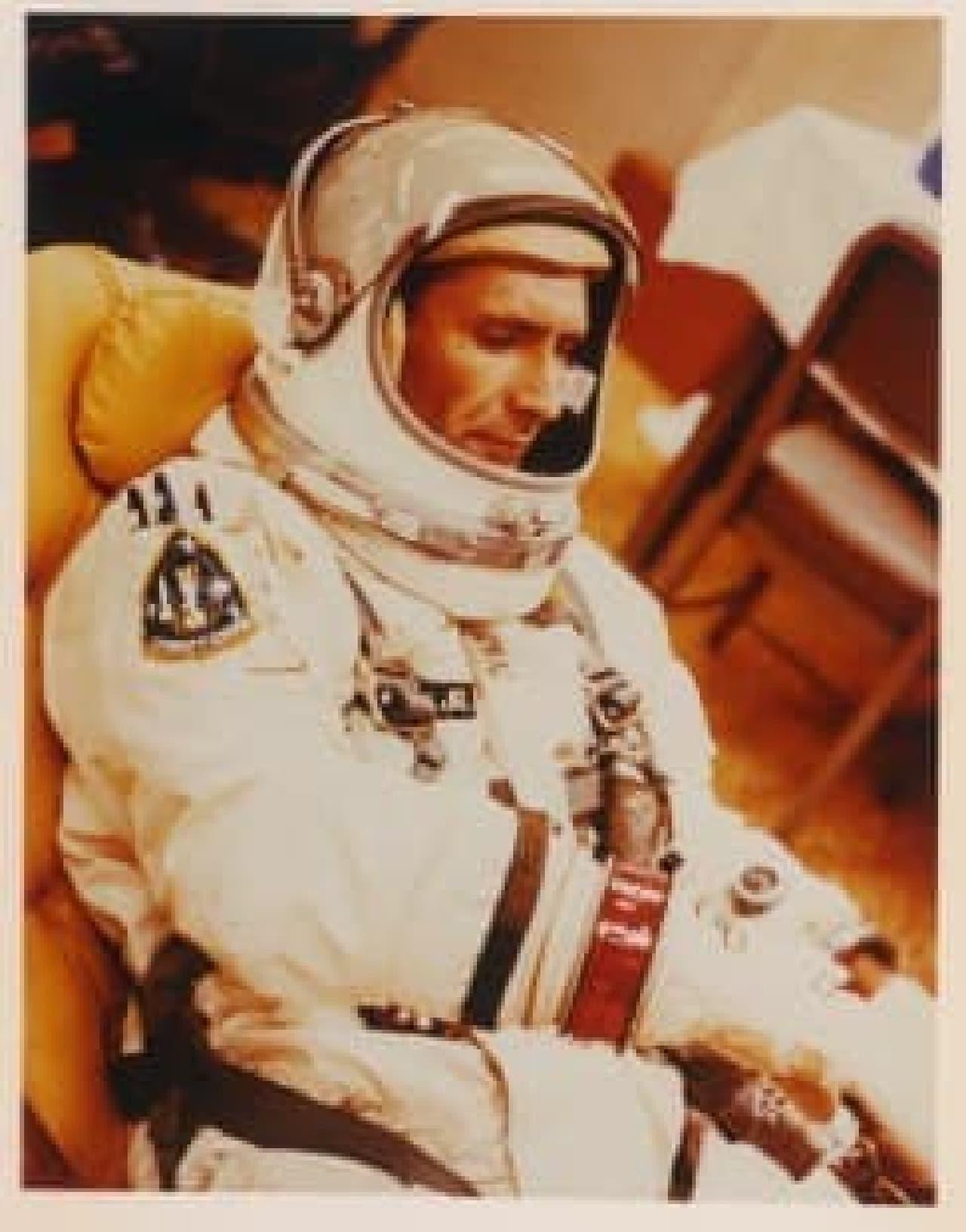 宇宙飛行士とサインペン