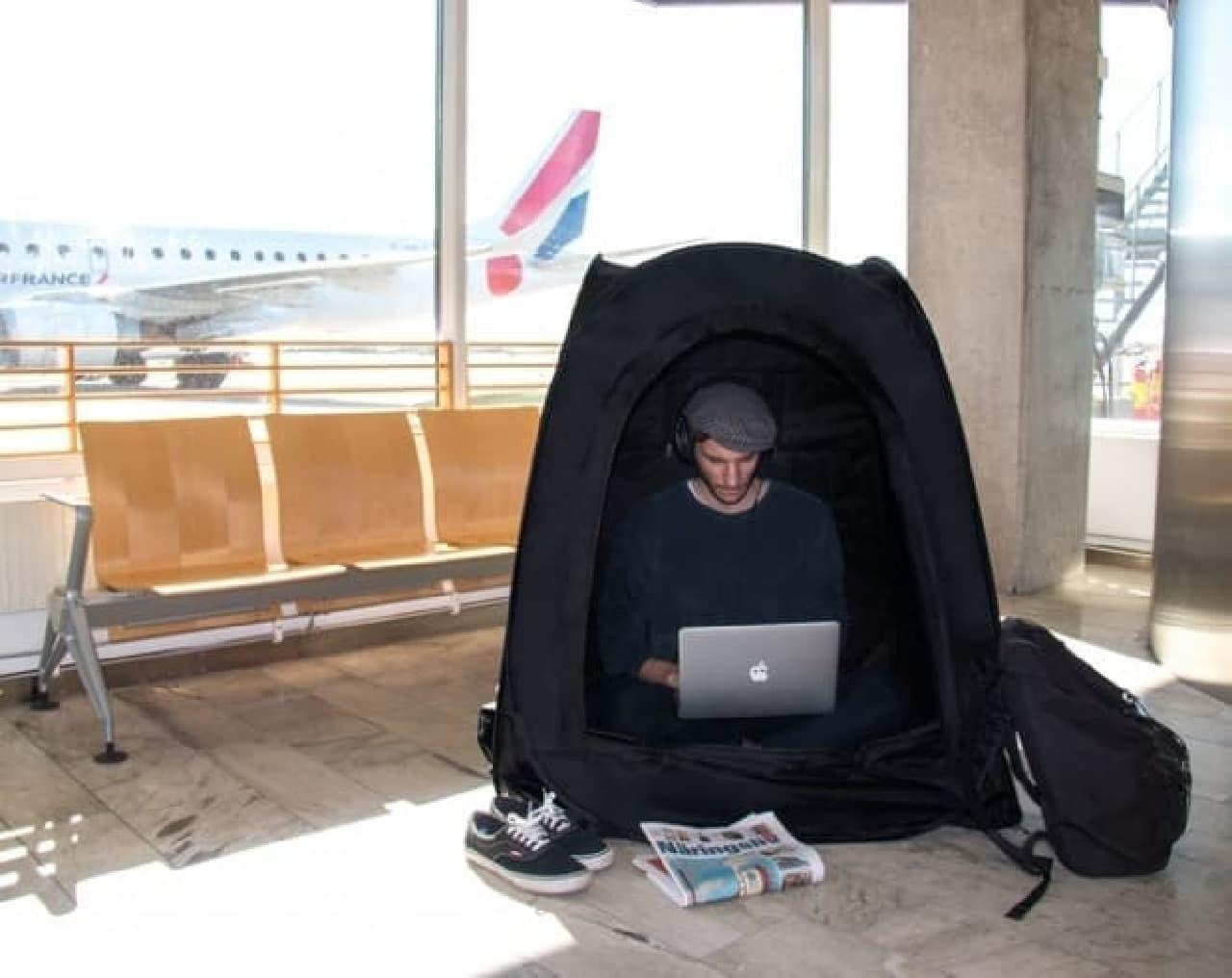 部屋の中でもオフィスの中でもひとりぼっちになれるテント「Pause Pod」