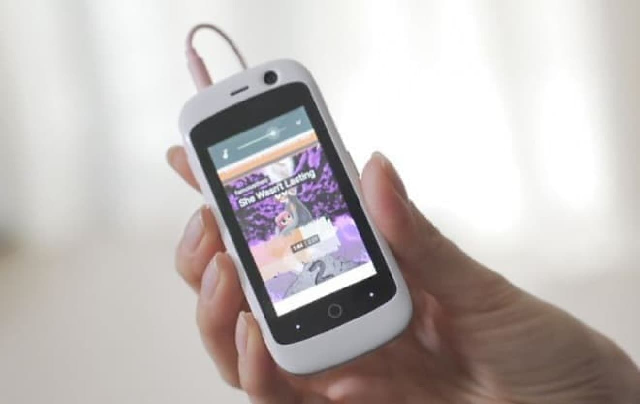 世界最小2.4インチの4G対応スマートフォン「Jelly」