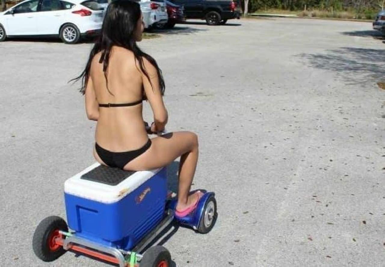 ホバーボードを四輪電動カートにトランスフォームする「HoverBike」