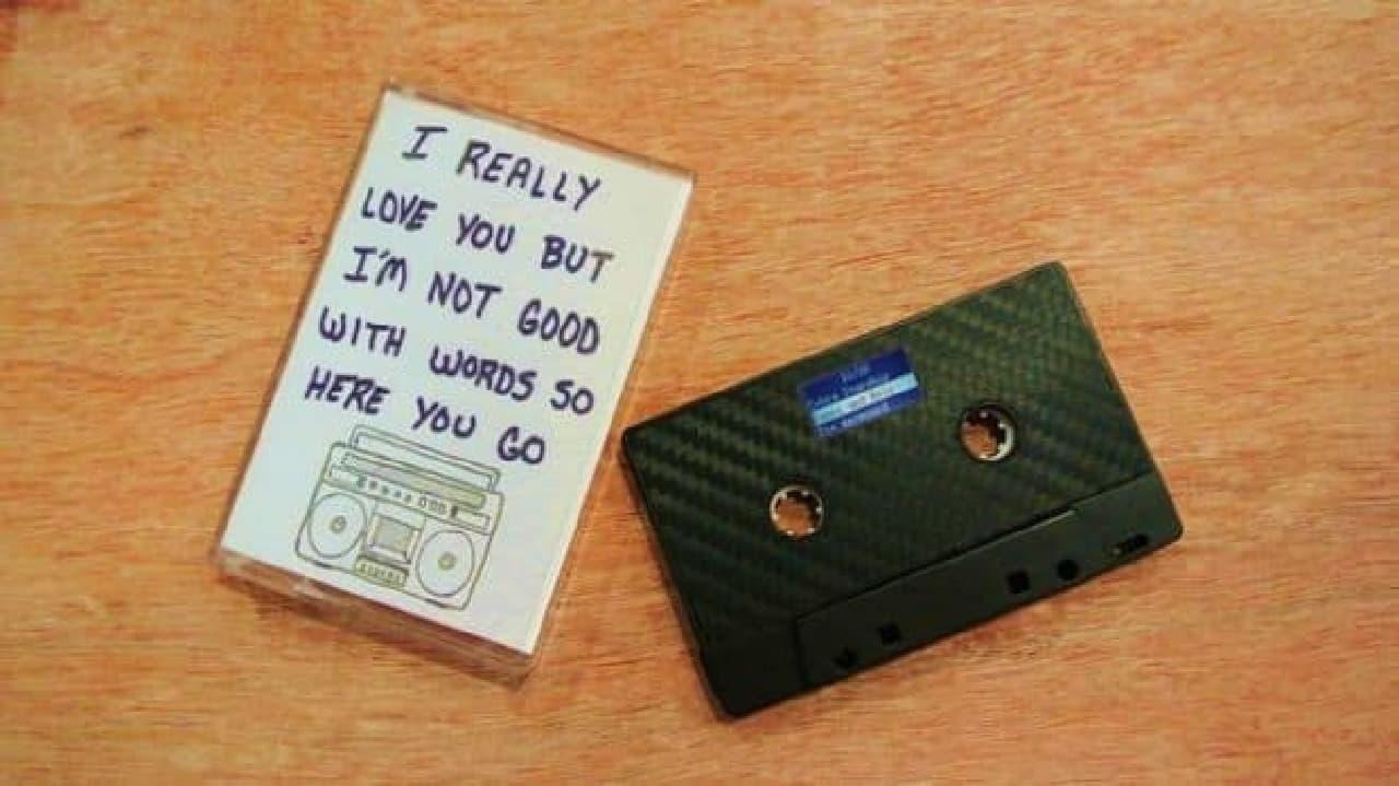 カセットテープ型のデジタルミュージックプレーヤー「MIXXTAPE」