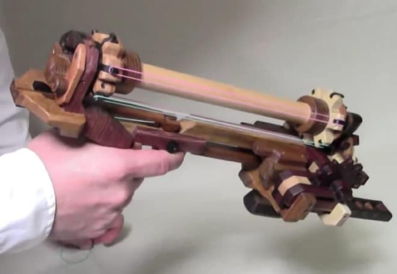 木の6連発輪ゴム銃