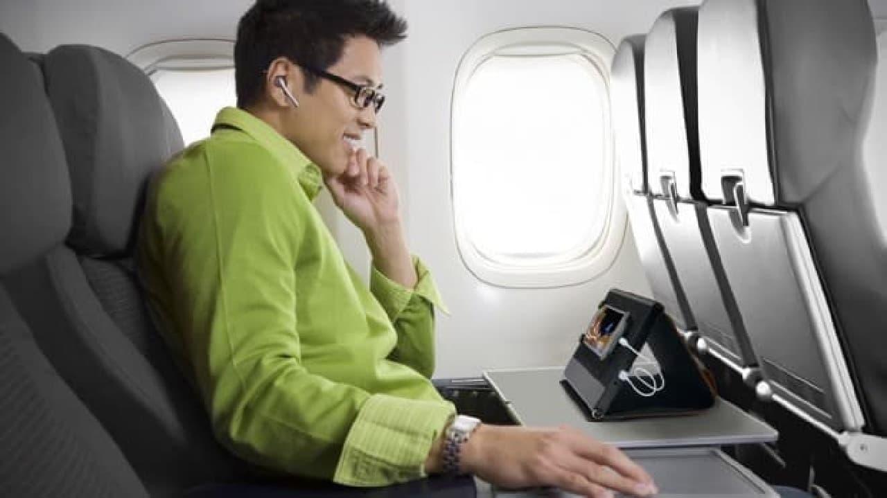 旅行者向けのスマートフォンホルダー「Smartholder」