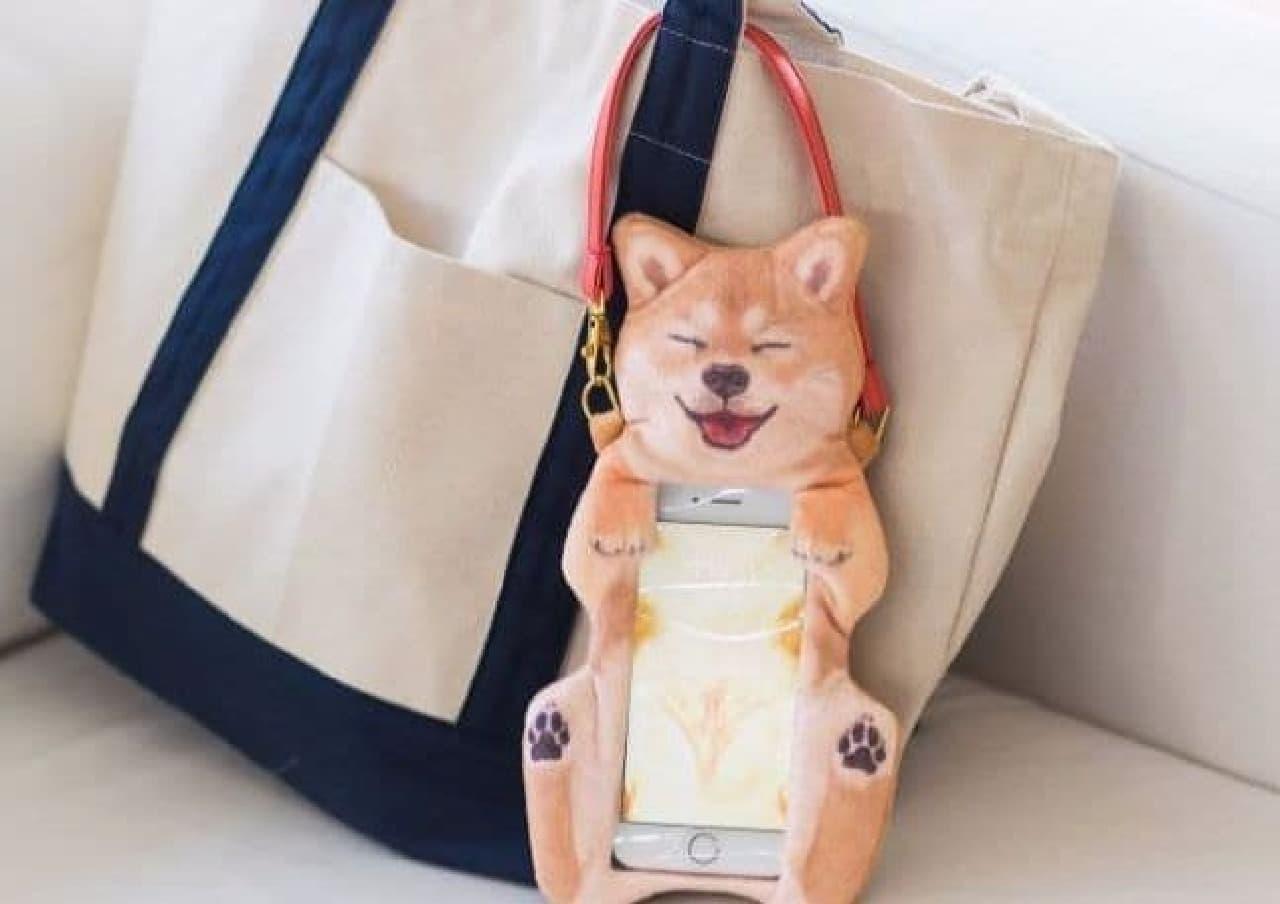 「柴犬のおなかナデナデ スマートフォンポーチ」、フェリシモYOU+MORE!