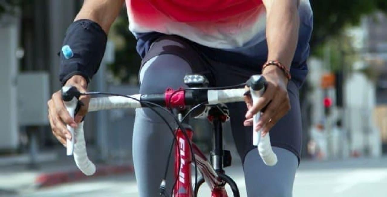 サイクリストにぴったりのハイドレーションシステム「Wetsleeve」