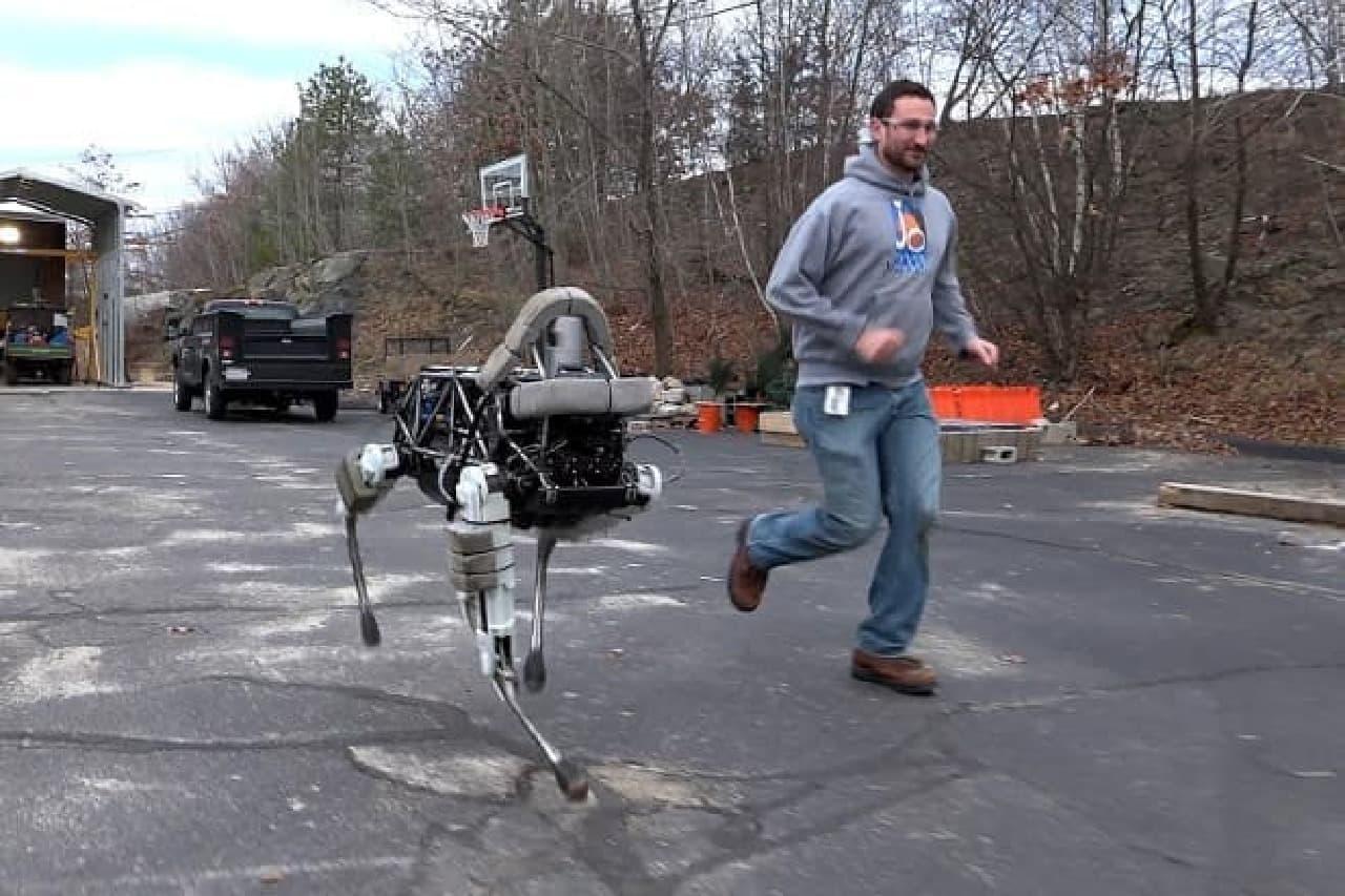 犬ロボットのSpotちゃん