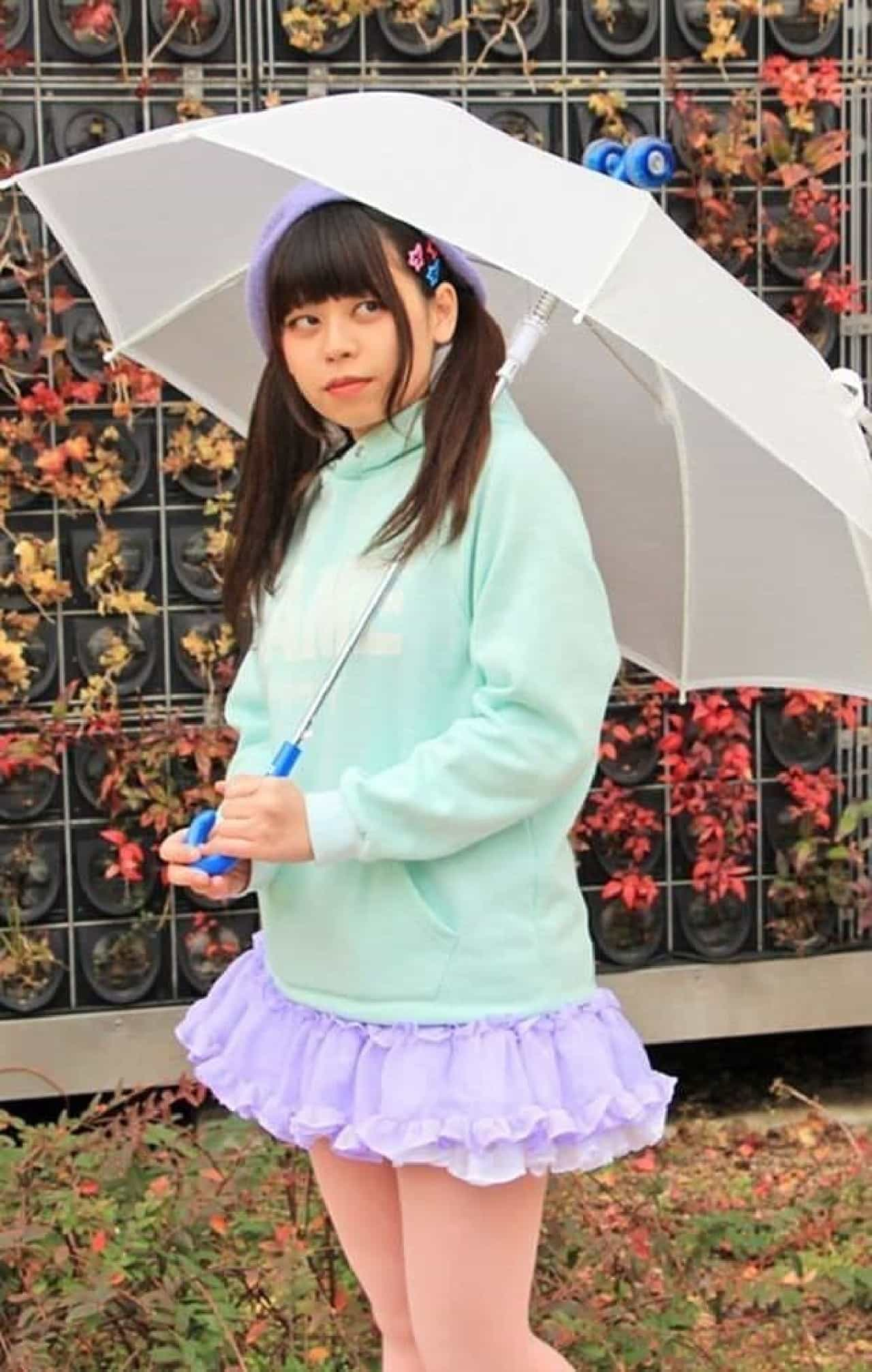 タイヤが付いた雨傘「コロガサナイト」