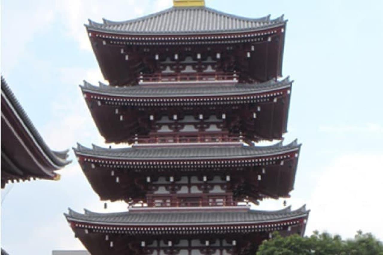 チタン瓦の五重塔