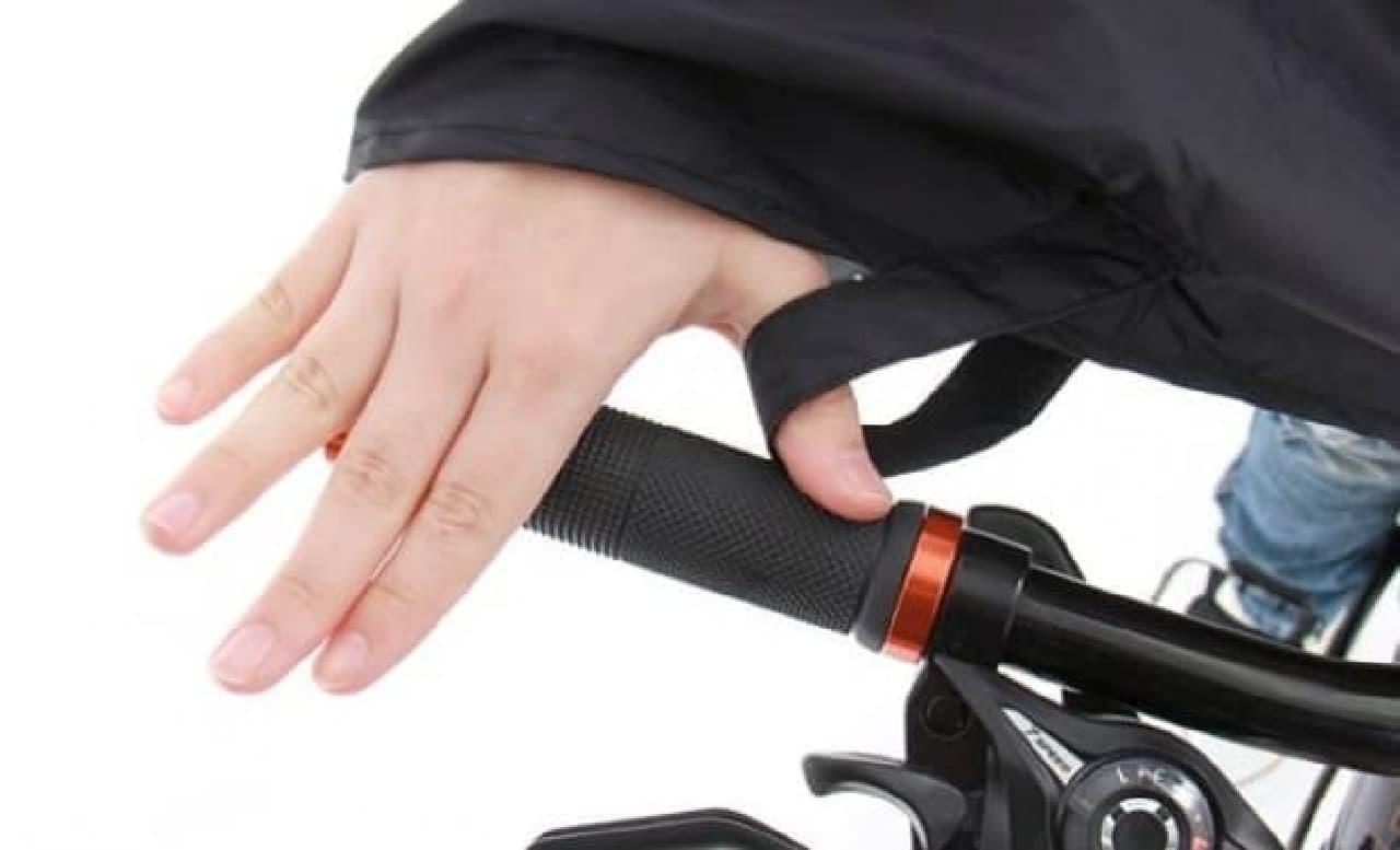 サドル下に収納しておける自転車用「パッカブルサイクルポンチョ」
