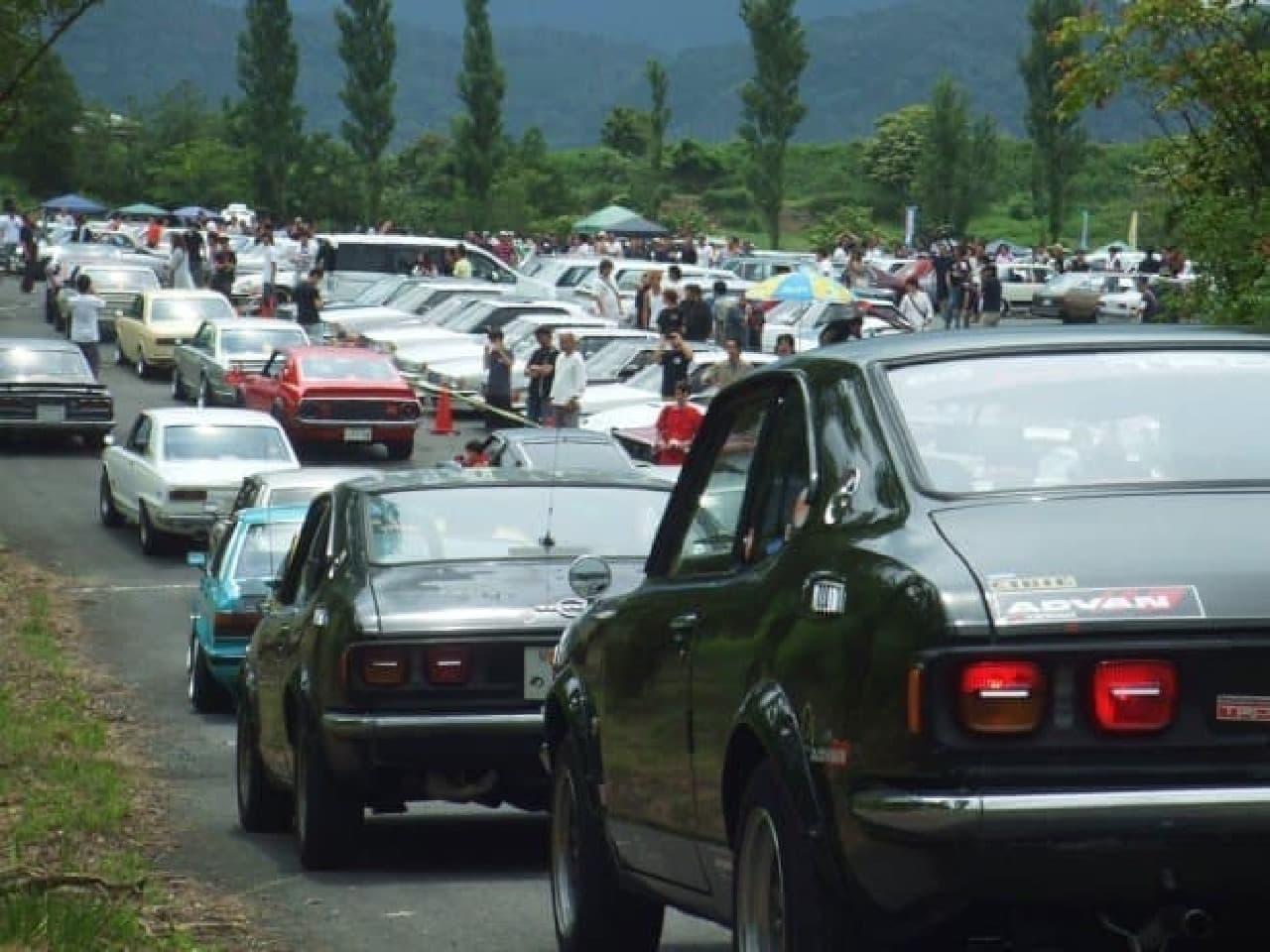 昭和の名車「700台」が集結する「デュアルファクトリー中部ミーティングin奥伊吹」