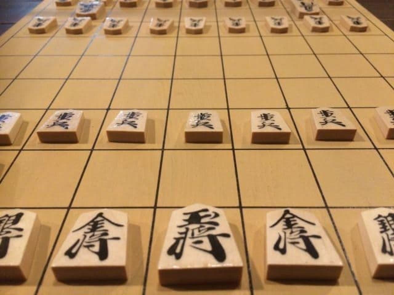 将棋の駒と盤のイメージ