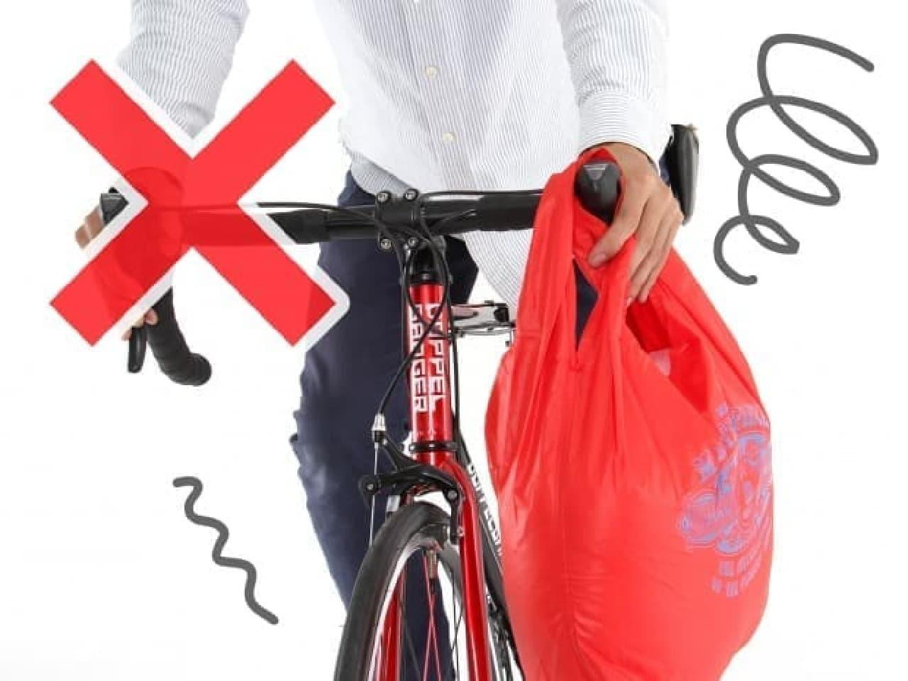 「バイシクルエコリュック」…ボトルケージに取り付けて持ち運べる