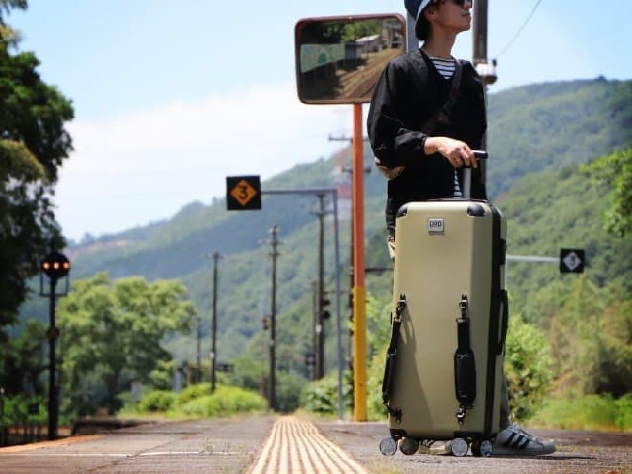 電車持ち込み用に設計されたスーツケース「キャンパーノ・コロコーロ」