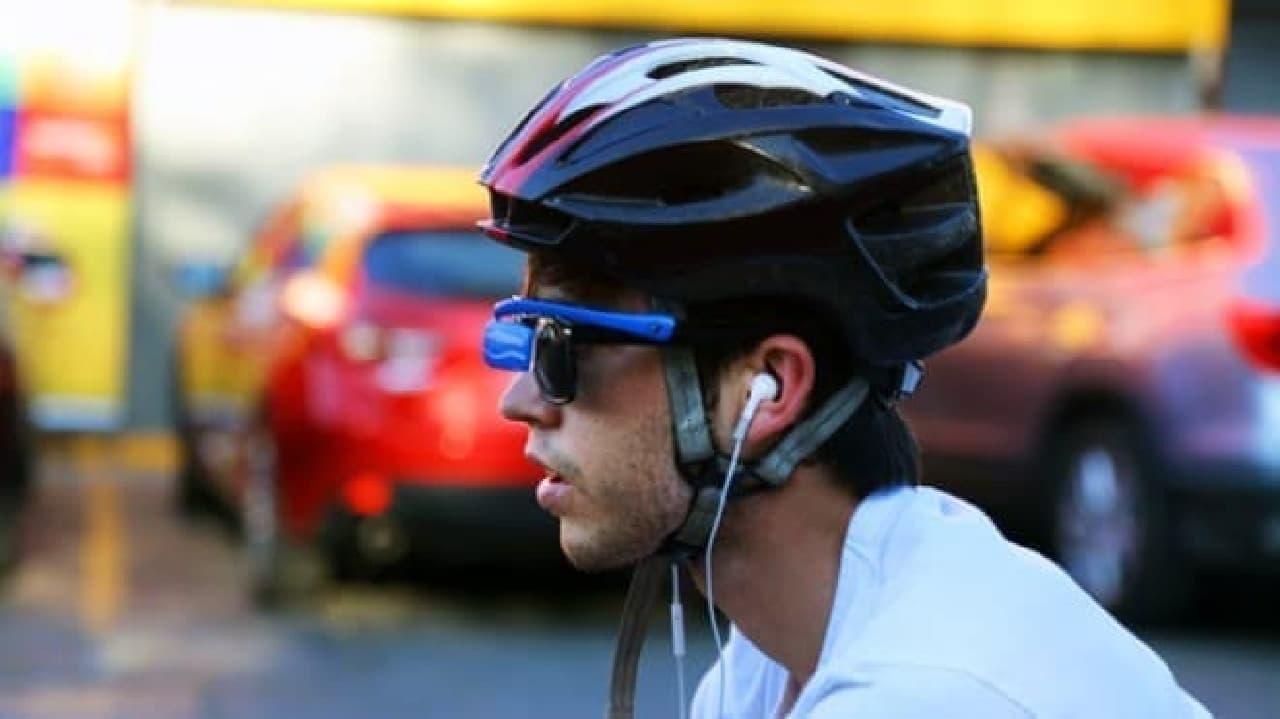 スポーツグラスやヘルメットに取り付ける自転車用のバックミラー「Sehen」