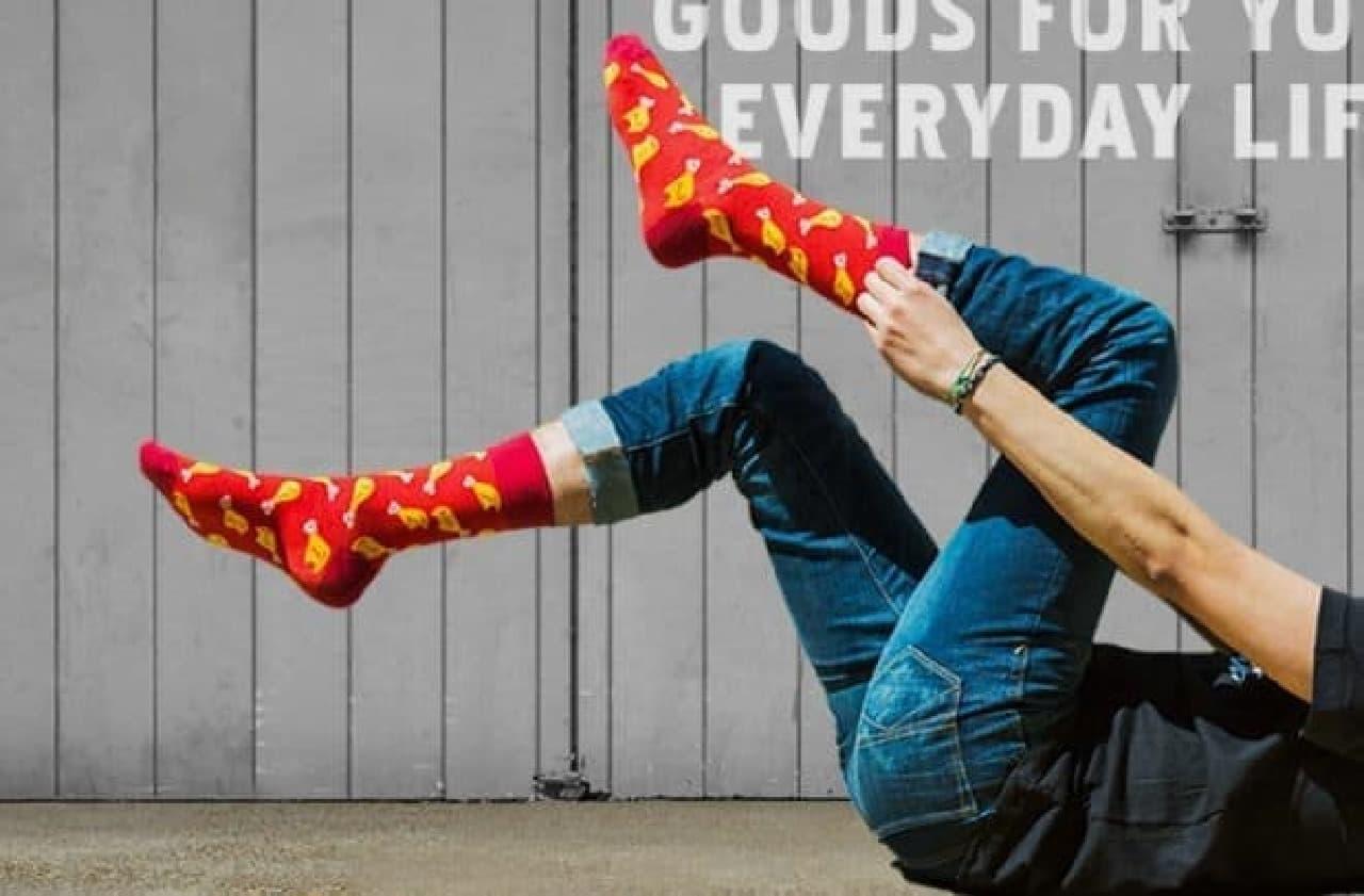 フライドチキン靴下…米国でKFCがアパレルショップをオープン