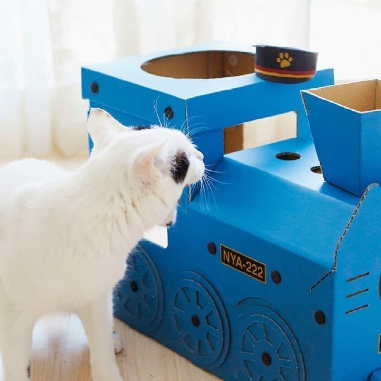 ネコが思い切りツメ研ぎできる厚さ2センチの設計。