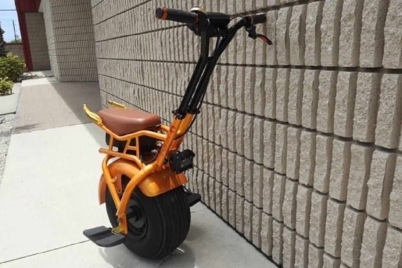 一輪なのに倒れない電動バイク「Uno Bolt」