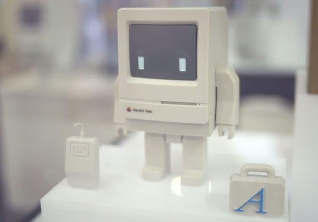 初代Macintoshのフィギュア「Macinbot Classic」