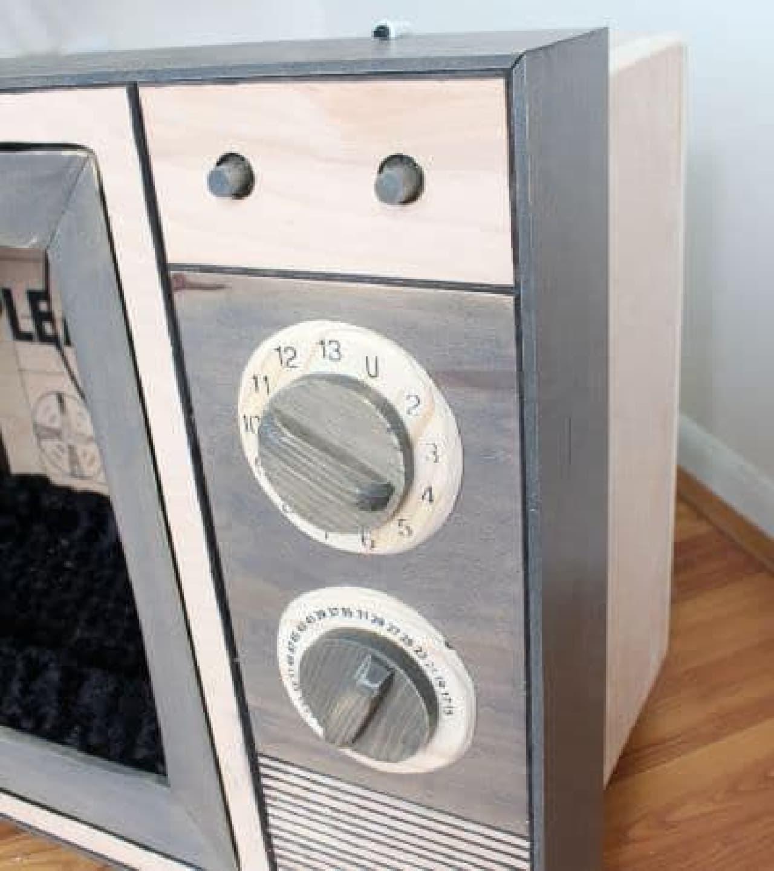 ブラウン管テレビ型のキャットベッド「Vintage TV Cat Bed」