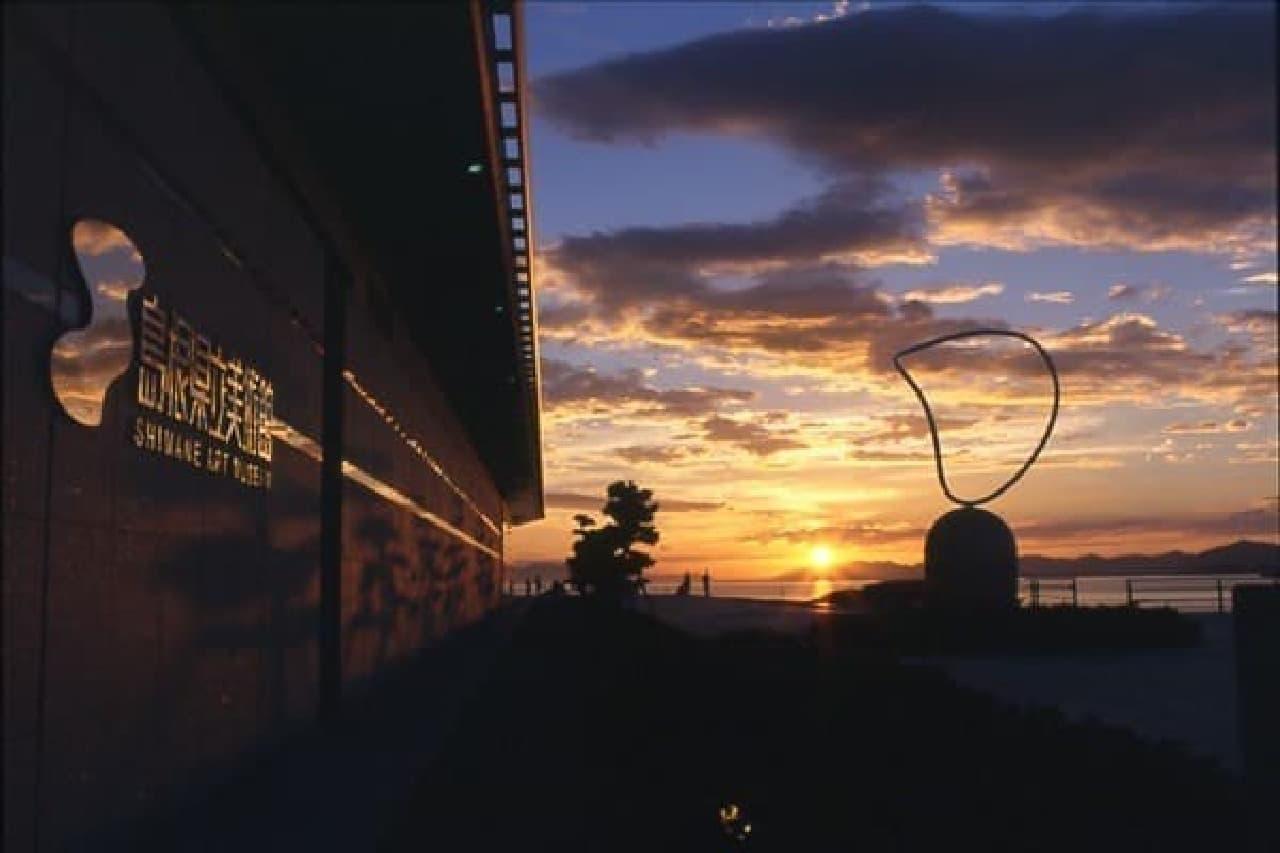 島根県立美術館の夕日