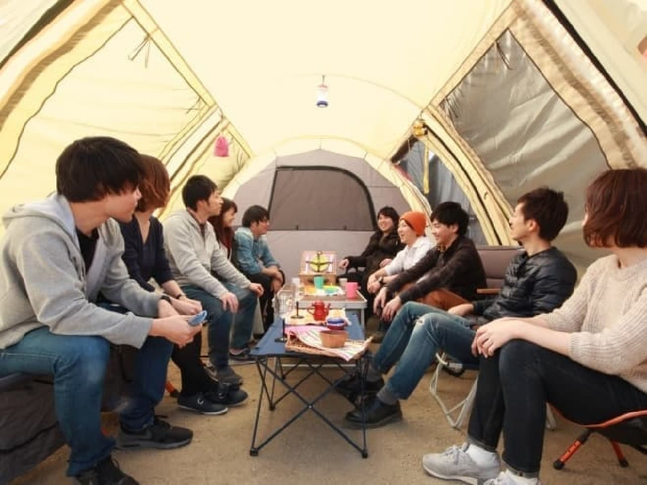 大型のテント「カマボコテント」