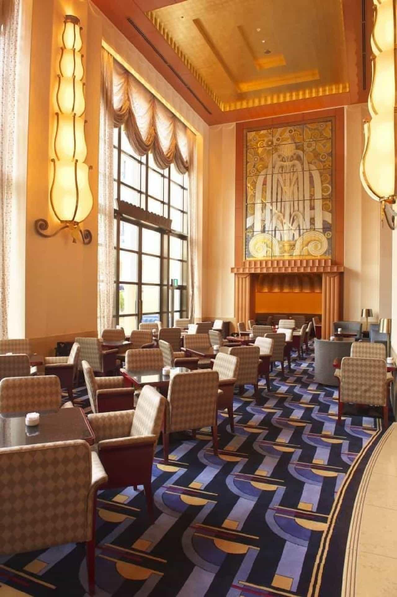 ディズニーアンバサダーホテルのロビーラウンジ「ハイピリオン・ラウンジ」