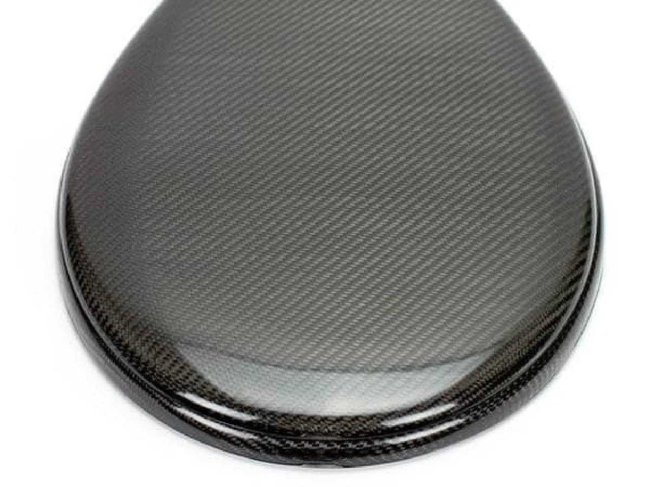 カーボンファイバー製の便座「CARBON FIBER TOILET SEAT」