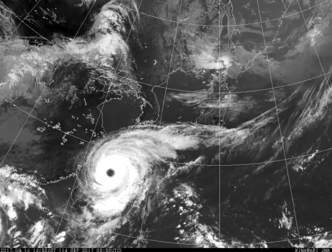 日本と台風のイメージ