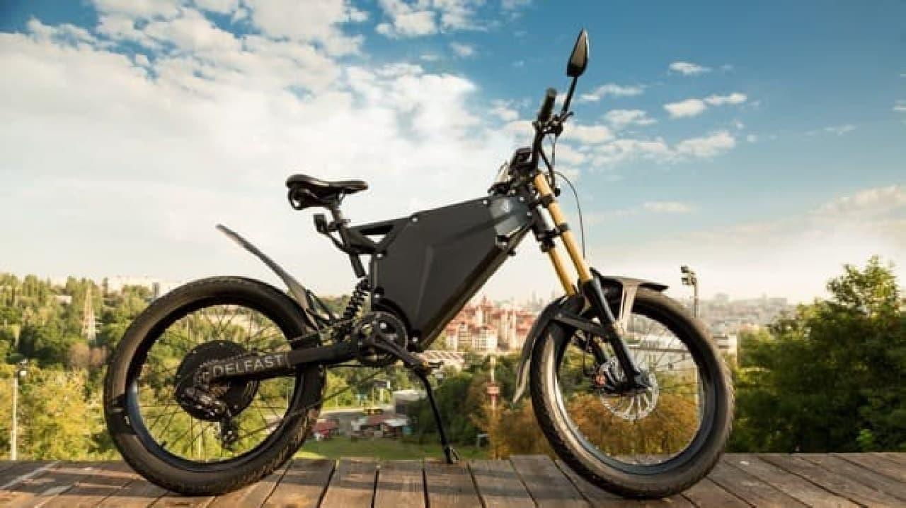 1回の充電で380キロ走れる電動バイク「Delfast」