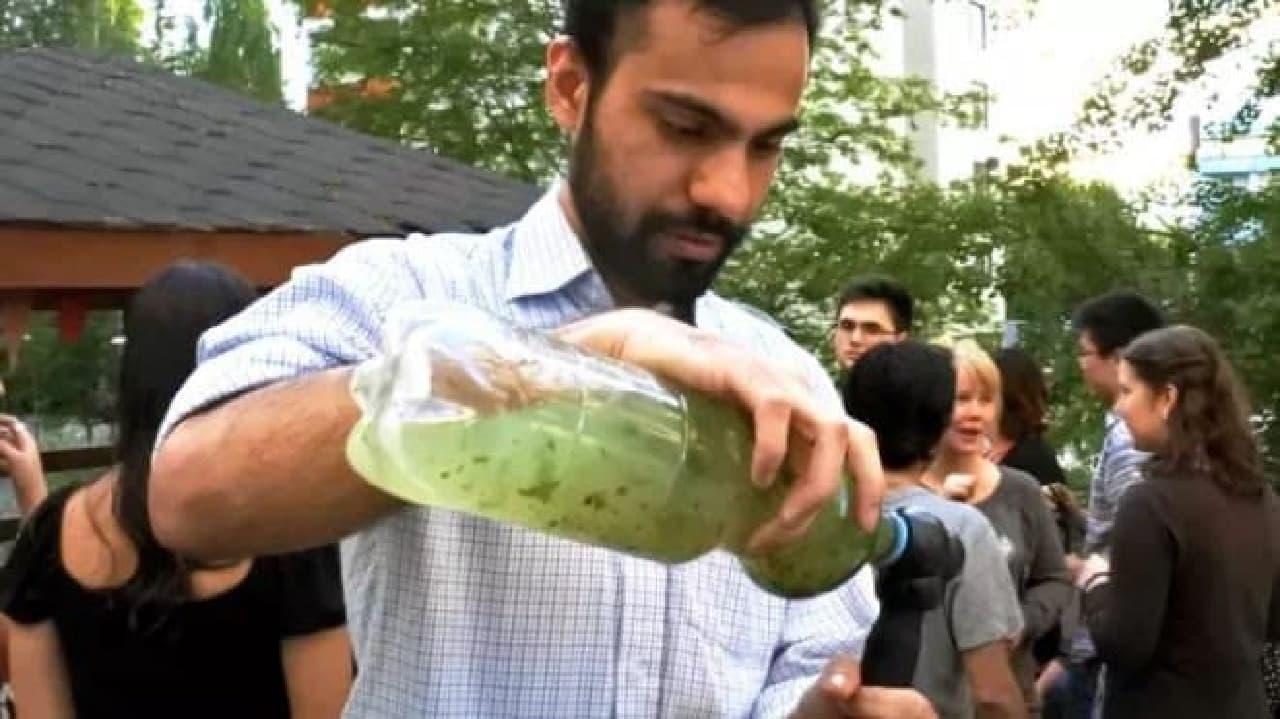 ペットボトルの水を炭酸水にする「BubbleCap」