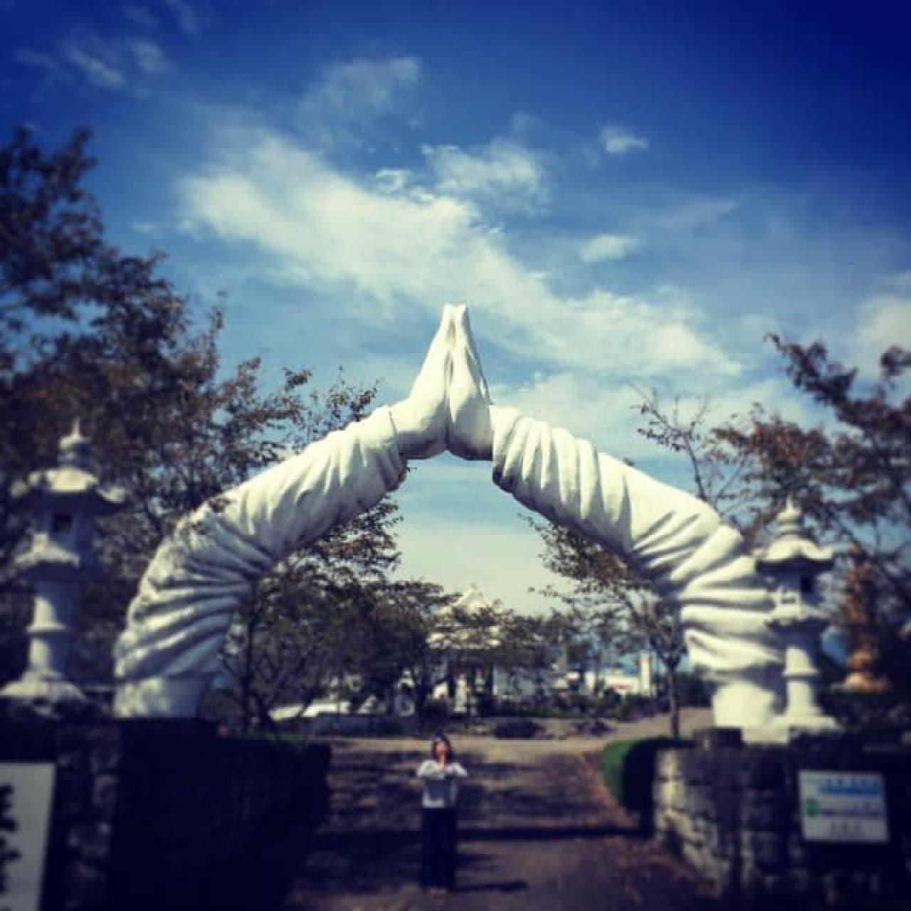 鳥居が合掌した手になっている大分県の「正雲寺」