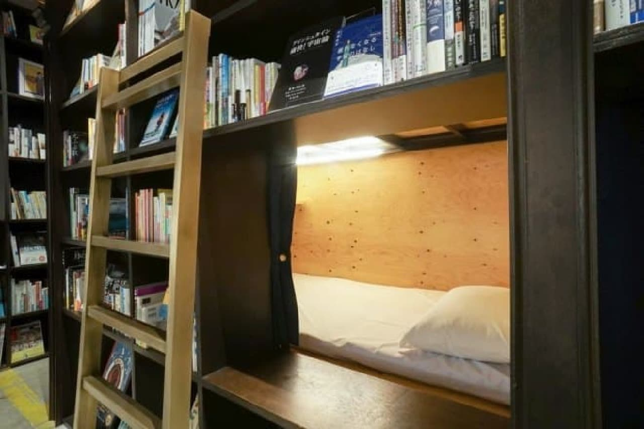 泊まれる本屋「BOOK AND BED TOKYO」 本棚ベッド