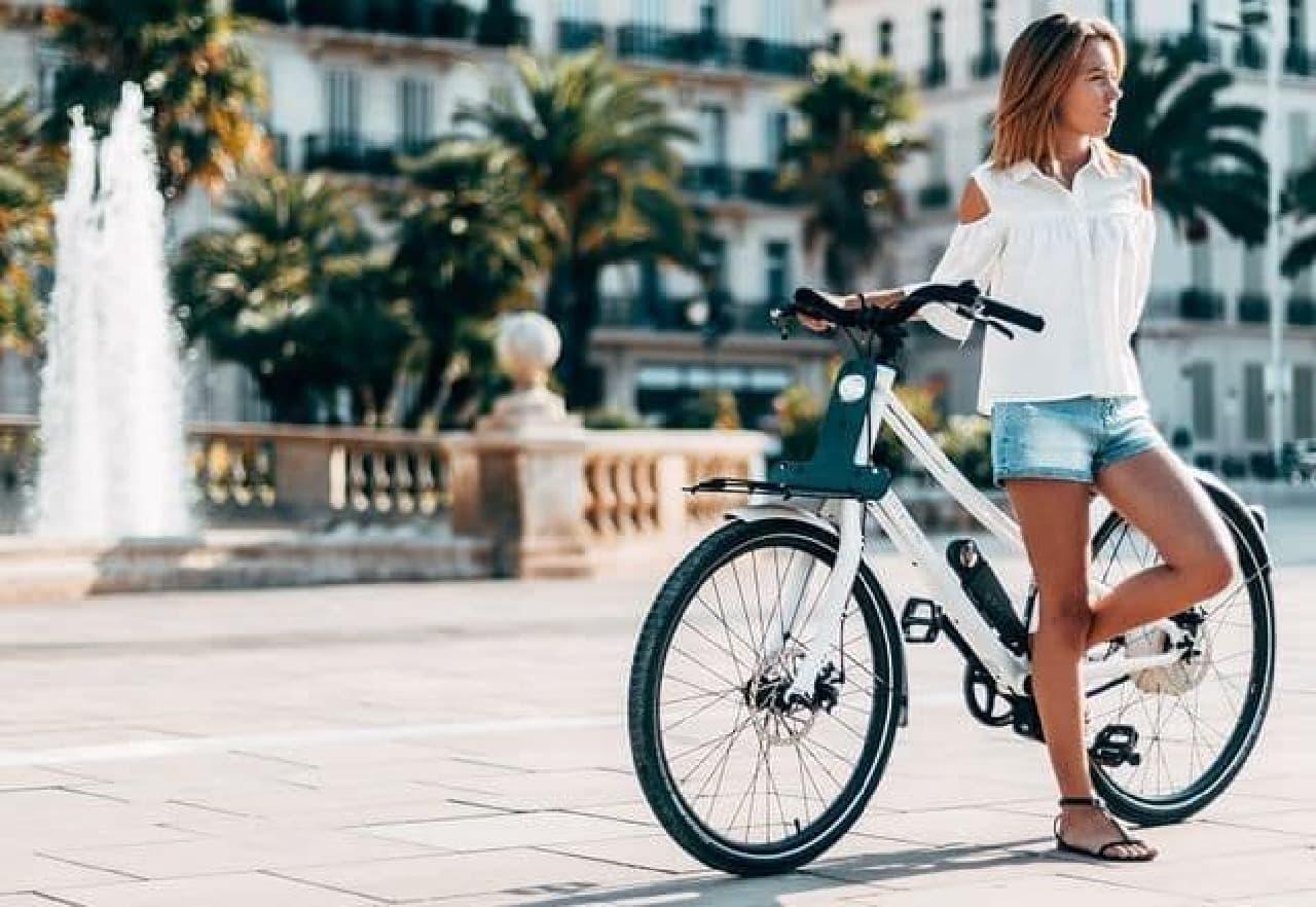 ペダルの逆回転で充電できる電動アシスト自転車、ThirtyOneの「Debut Hybrid」