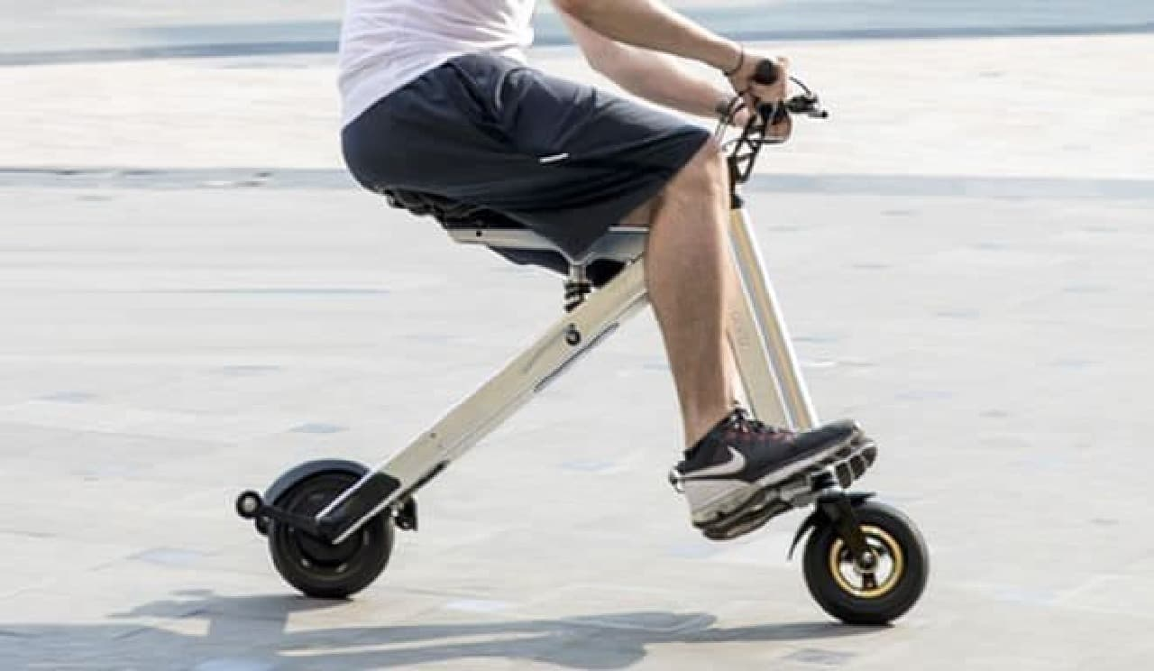 Alva Ridesの折り畳み電動バイク「Reflex」