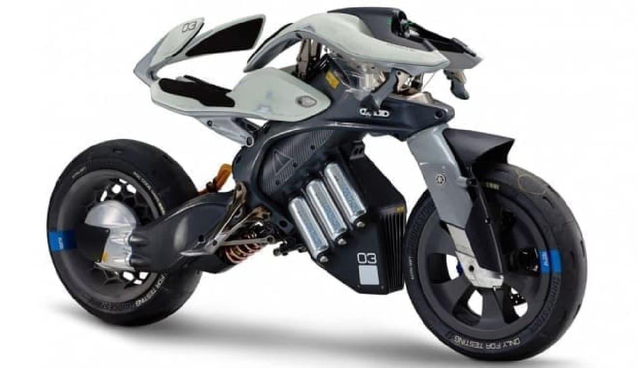 まるで生きているようなバイク ヤマハ「MOTOROiD(モトロイド)」、