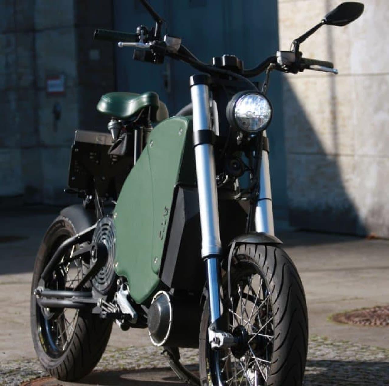 高速道路を走る電動バイク「Gulas Pi1S」