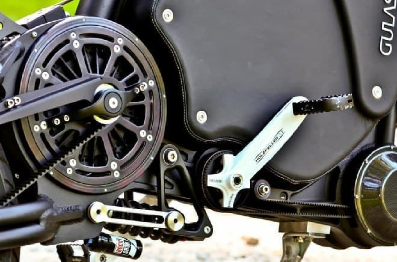 時速115キロで走行できる電動バイク