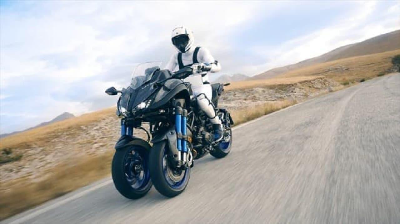 ヤマハ「NIKEN(二剣)」をミラノ国際モーターサイクルショーで発表