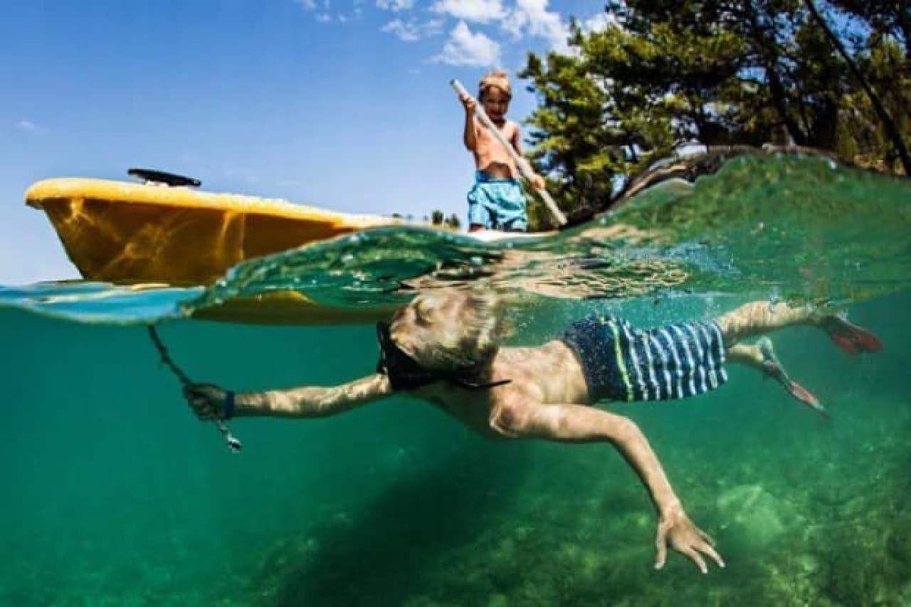 iPhoneで「水中&水上写真」を撮影できるドームポート付きの「amphipac」-
