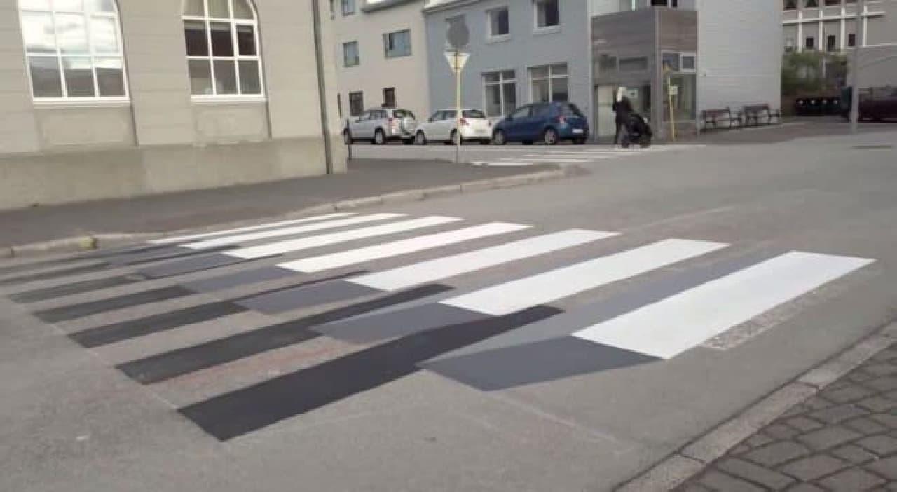 飛び出して見える横断歩道